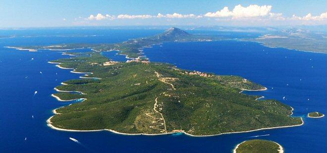 Lussino conosciuta anche il nome di isola profumata for Isola che da il nome a un golfo della sardegna