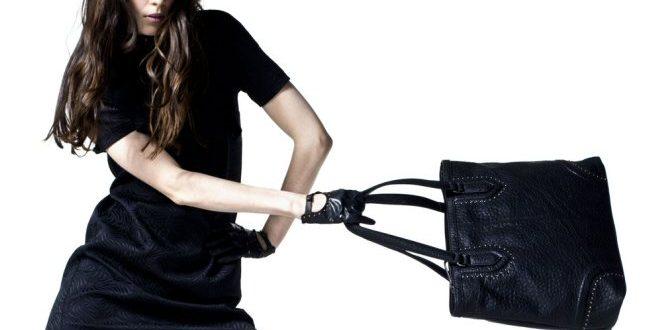 Come abbinare borse e abiti tono su tono