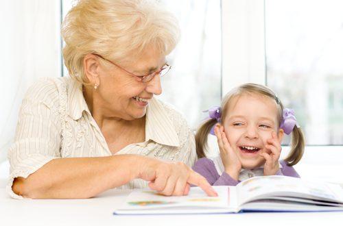 Bambini e anziani a scuola insieme anche in Italia