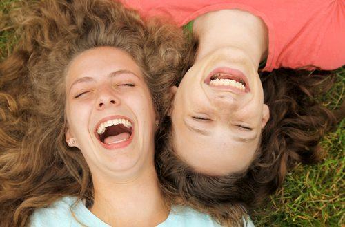 yoga della risata per ricominciare a sorridere