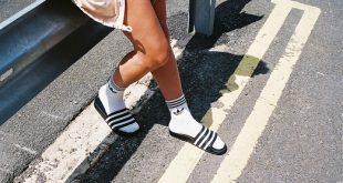 Sdoganata la combo calzino di spunga e ciabatta: quest'estate è trendy