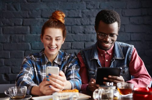 Coppia: se il terzo incomodo è lo smartphone