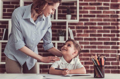 Essere genitori iper protettivi li farà crescere insicuri