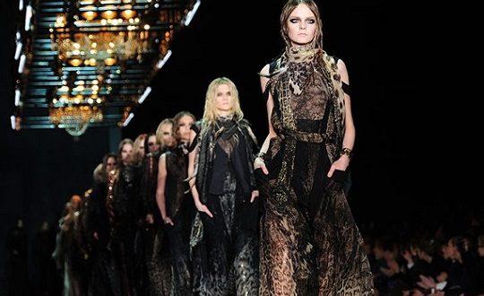 """Le modelle super skinny non rispettano la dignità femminile: nasce """"la carta per il benessere"""""""