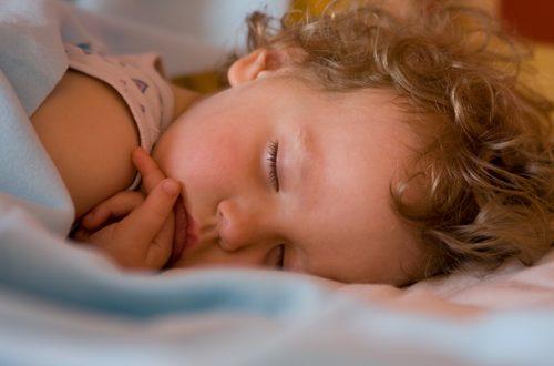 Metodo Estivill: come educare i bimbi a dormire da soli