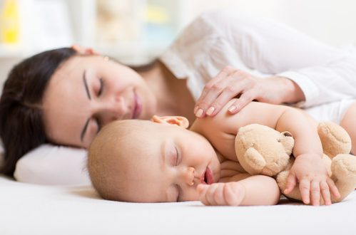 Neo mamme: cosa fare se il bimbo non dorme?
