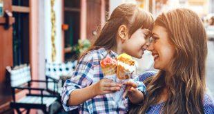 Mamma premia con il gelato la figlia
