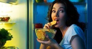 ragazza svuota il frigo per fame nervosa