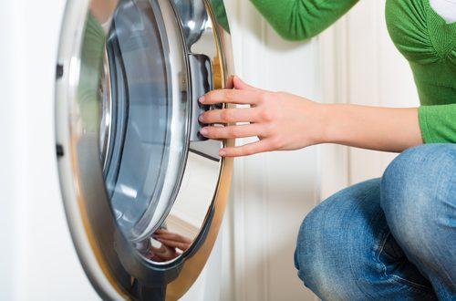 aprire oblò lavatrice