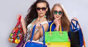 Donne con molte borse