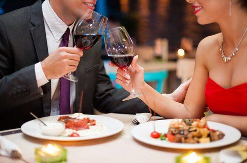 coppia a cena appuntamento