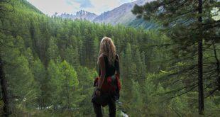 ragazza in montagna, giornata mondiale